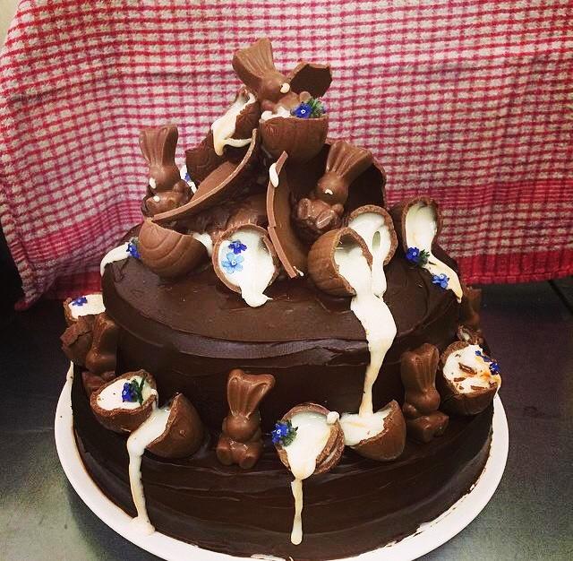 chocolate-fudge-cake-creme-egg